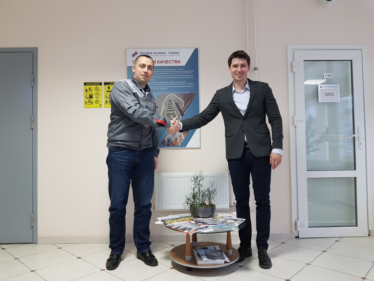 Sergey Suvorin (L) and Maxim Zagrebin at the business meeting at Power Machines — Toshiba. High-voltage Transformers Ltd. plant