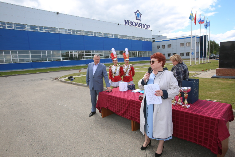 Lyudmila Kostyrya, representative of the Awards Directorate of the Moscow region's Governor's office is congratulating the staff of Izolyator plant with the 122nd birthday of the enterprise