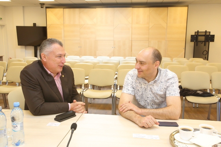 Alexander Slavinsky (L) and Deputy General Director on Technical Policy and Investment, Technical Director at TGC-11 Vladimir Soskov are having talks at Izolyator plant