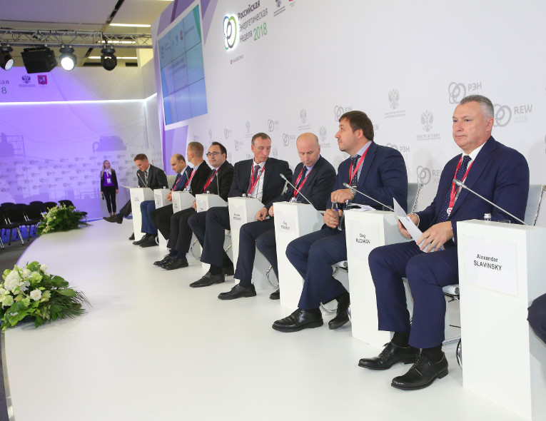 "Alexander Slavinsky at the panel of the discussion ""Russian networks: a dialogue with suppliers"" at Russian Energy Week 2018"