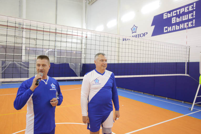 Sergey Moisseev and Alexander Slavinsky are opening the New Year Volleyball Tournament among Izolyator teams