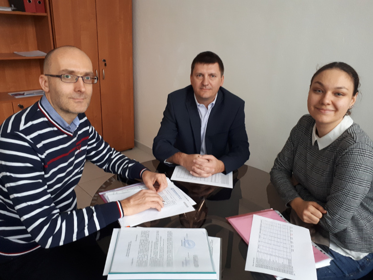 Negotiations in Louny, Czech Republic, from left to right: Jiří Blaga, Commercial Director of Elektroporcelán, Vladimir Romanov and Antonina Maslennikova