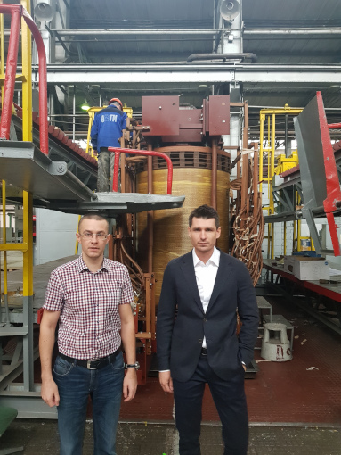 L-R: Leonid Meshavkin, Head of procurement for UETM transformers production complex and Maxim Zagrebin at the Uralelectrotyazhmash plant in Yekaterinburg