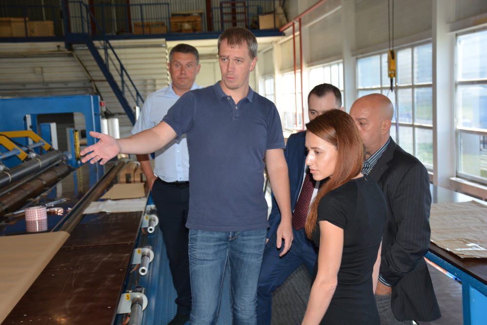 Representatives of Cartiera di Nebbiuno Srl at the insulation making shop of Izolyator